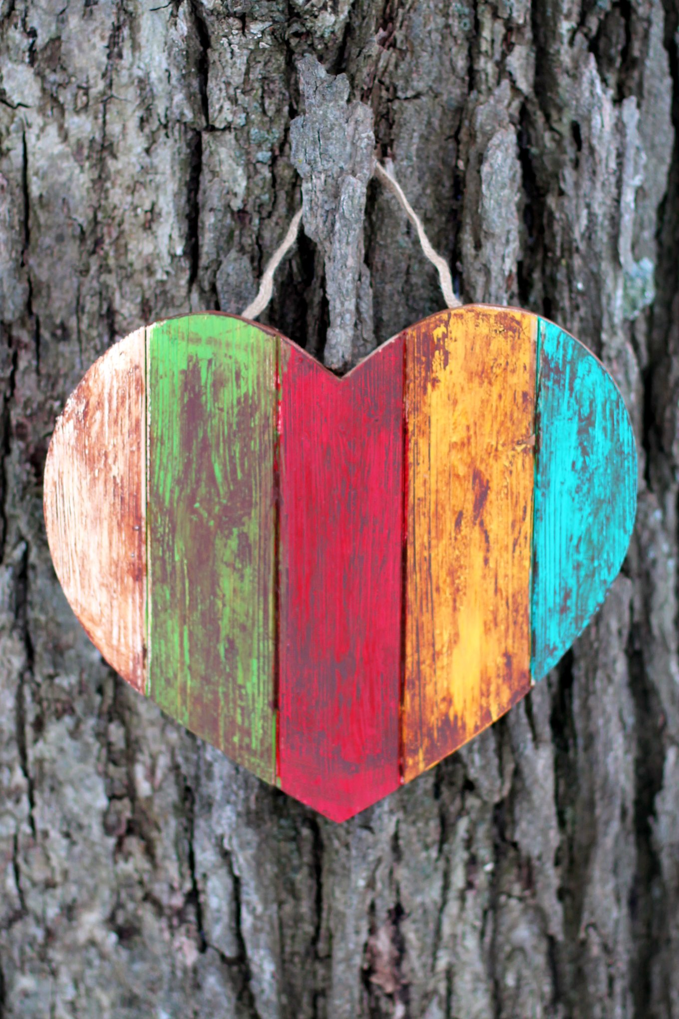 This Antiqued Wooden Heart craft is simple, inexpensive, and perfect for Valentine's Day.