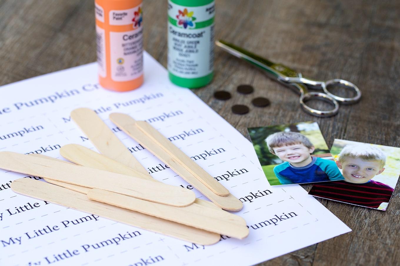 Materials to make a popsicle stick pumpkin keepsake craft