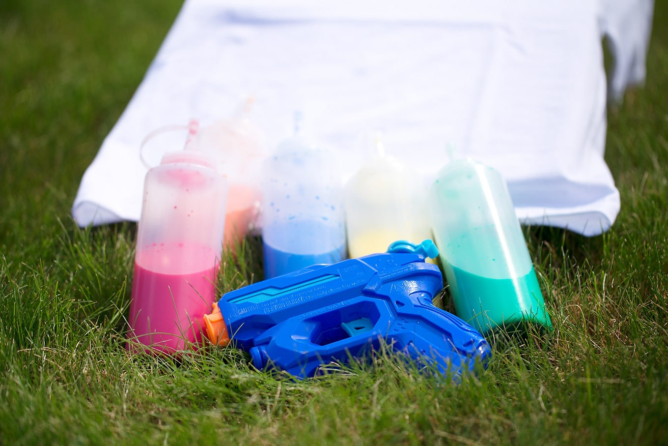 Supplies Needed for Squirt Gun Tie-Dye