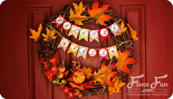 This fall wreath is so cute and easy to make! And there's a free pritnable!