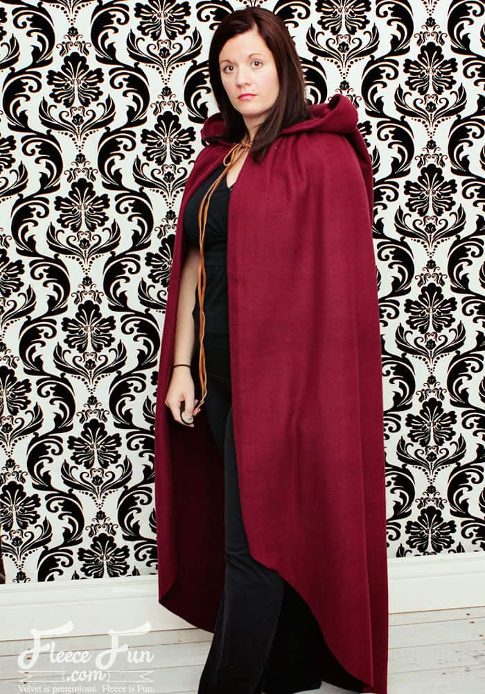I love how simple this free fast hooded cape pattern is - plus there's a video tutorial that shows you how to make it! Love this costume diy idea. Perfect fleece sewing project and costume idea DIY.