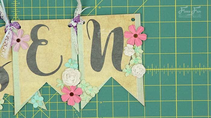 I love this Free Easter Banner Printable Craft Tutorial. It's such a great Easter craft idea. Perfect DIY to decorate for the spring holiday. Love this!
