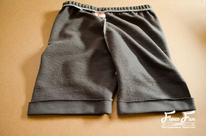 Wow I love these easy to sew shorts. I love the fact that there's a FREE pdf pattern in sizes 18 months to 4T! Great DIY idea for summer. Time to get sewing the Free Shorts Pattern For Toddlers. Love this sewing project.Perfect for beginning sewers.