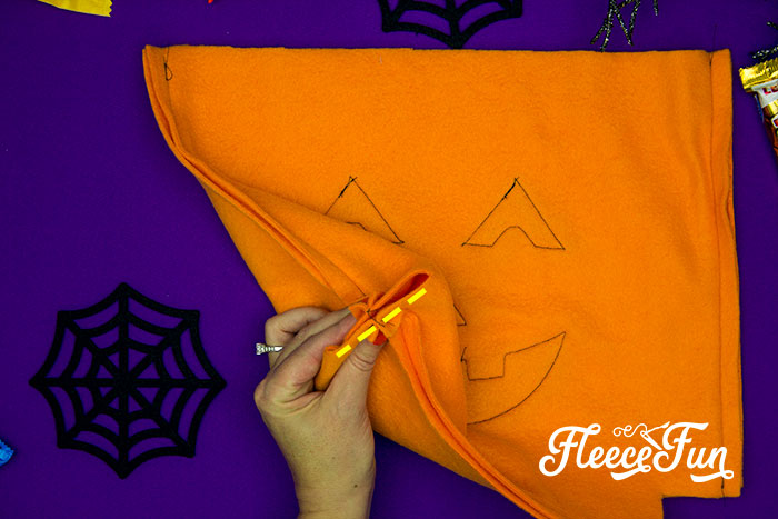 Learn How to make a Halloween Trick or Treat Bag with this FREE pattern and easy to follow tutorial. Make a bag that will last several Halloweens!