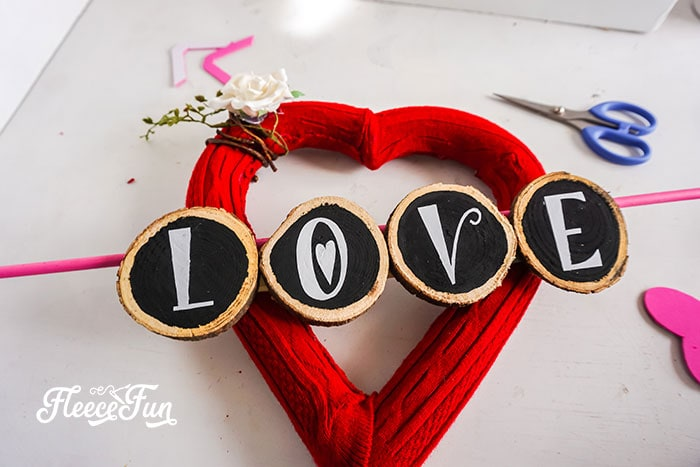 This Valentine Wreath DIY is easy to make and comes with a FREE SVG file to make crafting it a breeze! Clear step by step photos to make with cute wreath.