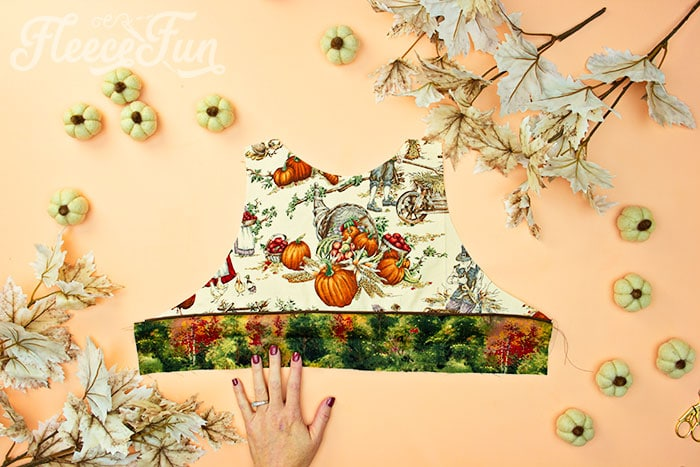 Bodice front sewn together. This Free apron pattern and tutorial includes a pdf pattern and video! Make a vintage style apron that is chic.
