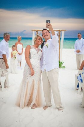 Beach Weddings Destin   Wedding Packages Florida   Forever I Do Weddings     white sand with crystal  jewel toned waters glittering in the  background   the Emerald Coast is an elegant and unique setting to celebrate  your wedding