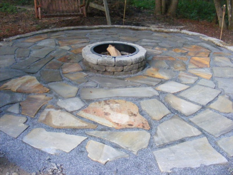 How to Build a Simple Retaining Wall flagstone patio