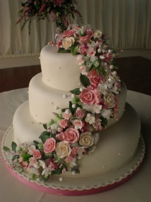 Teach Me Sugarcraft Wedding Cake Maker In Bristol Uk