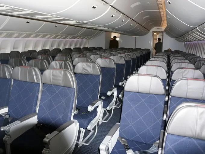 Boeing S 777 300er Flies For American