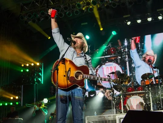Toby Keith to headline Iowa country music festival in 2019