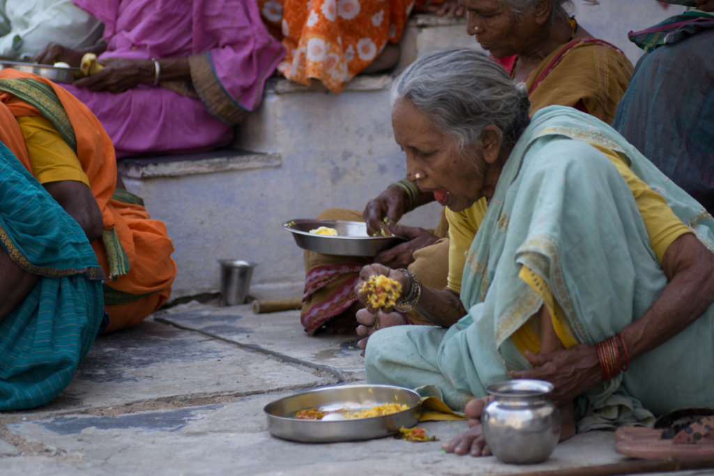 Image of: Sad Nutritious Meal Sponsorship To Poor Oldage Persons Globalgiving Reports On Donate Food For 30 Destitute Elderly People India