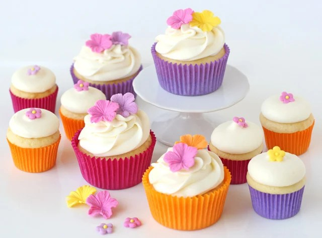 Summer Luau Cupcakes with Fondant Flowers     Glorious Treats Summer Luau Cupcakes with Fondant Flowers