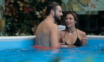 Grande Fratello Vip, Soleil bacia Alex Belli: Karina e Guendalina Canessa la stroncano