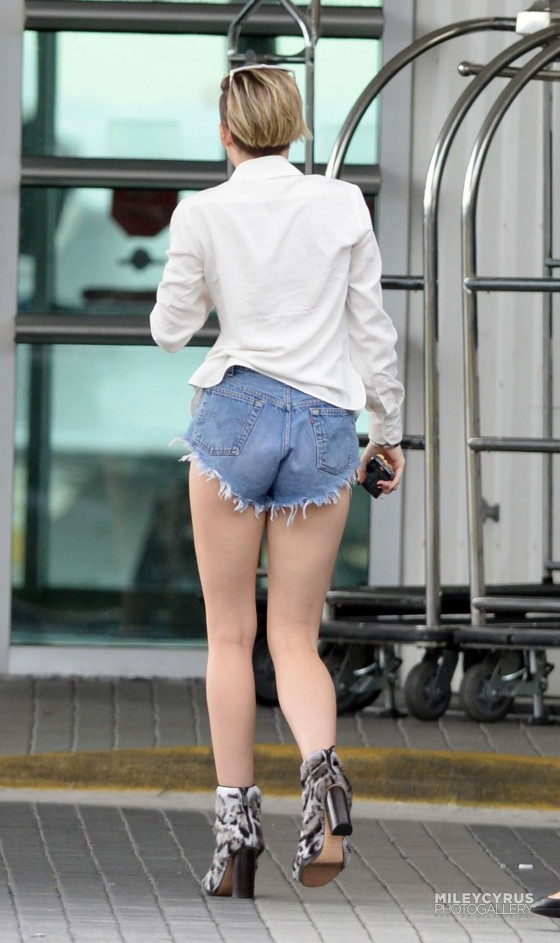Denim Shorts Karlie Kloss