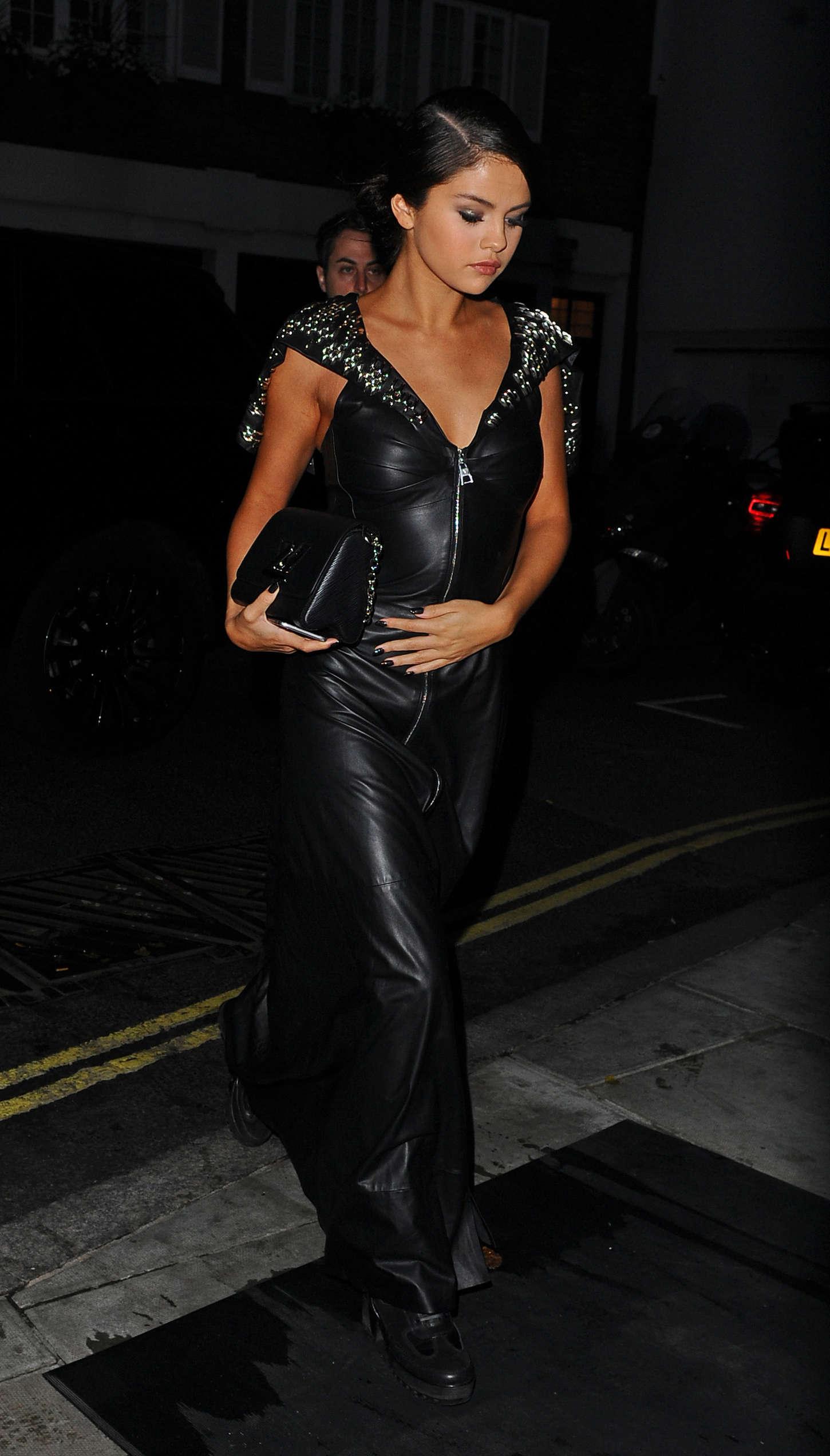 Selena Gomez In Black Leather Dress 03 Gotceleb