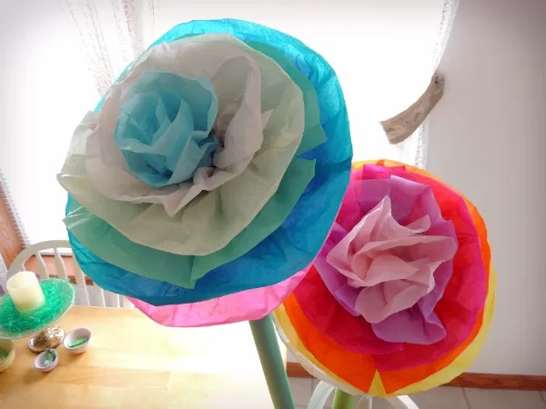 10 Ways To Make Giant Tissue Paper Flowers   Guide Patterns Giant Tissue Paper Flowers DIY