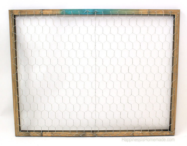 How to make a chicken wire instagram photo display