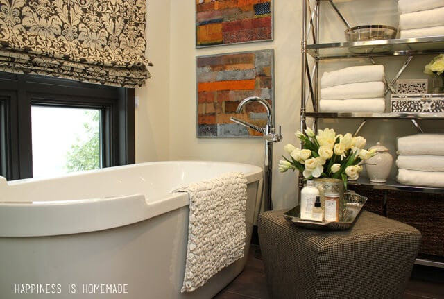 Bathroom with Delta Faucet Tub Filler at the 2014 HGTV Dream Home