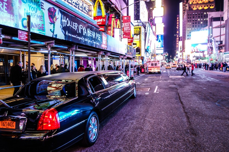 nyc rich limo - 800×533