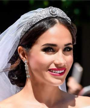 Someone has recreated Meghan Markle s wedding day makeup with red     meghan markle wedding makeup reimagined