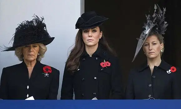 Kate Middleton joins Prince William at Remembrance Day service