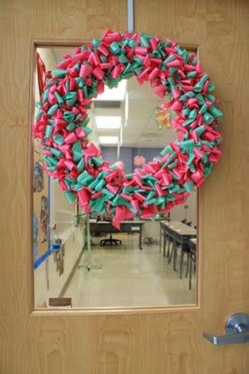 Easy Christmas Classroom Decorations You Ll Have To Check