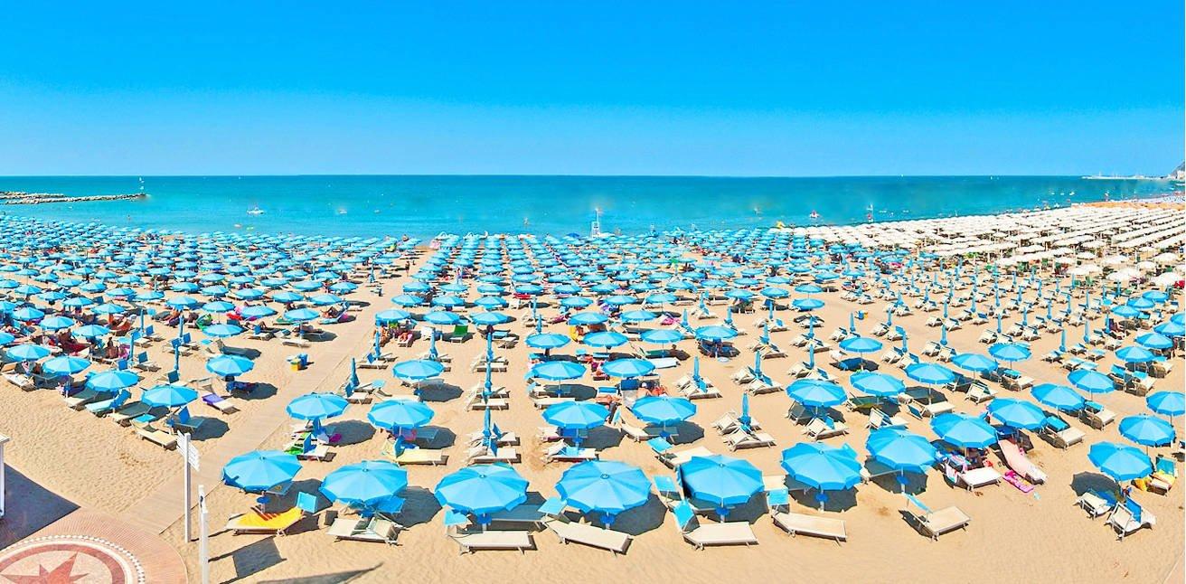 Ombrelloni Per La Spiaggia.Spiaggia Ombrelloni Hotel Rimini Mare Hotel Ombretta Mare