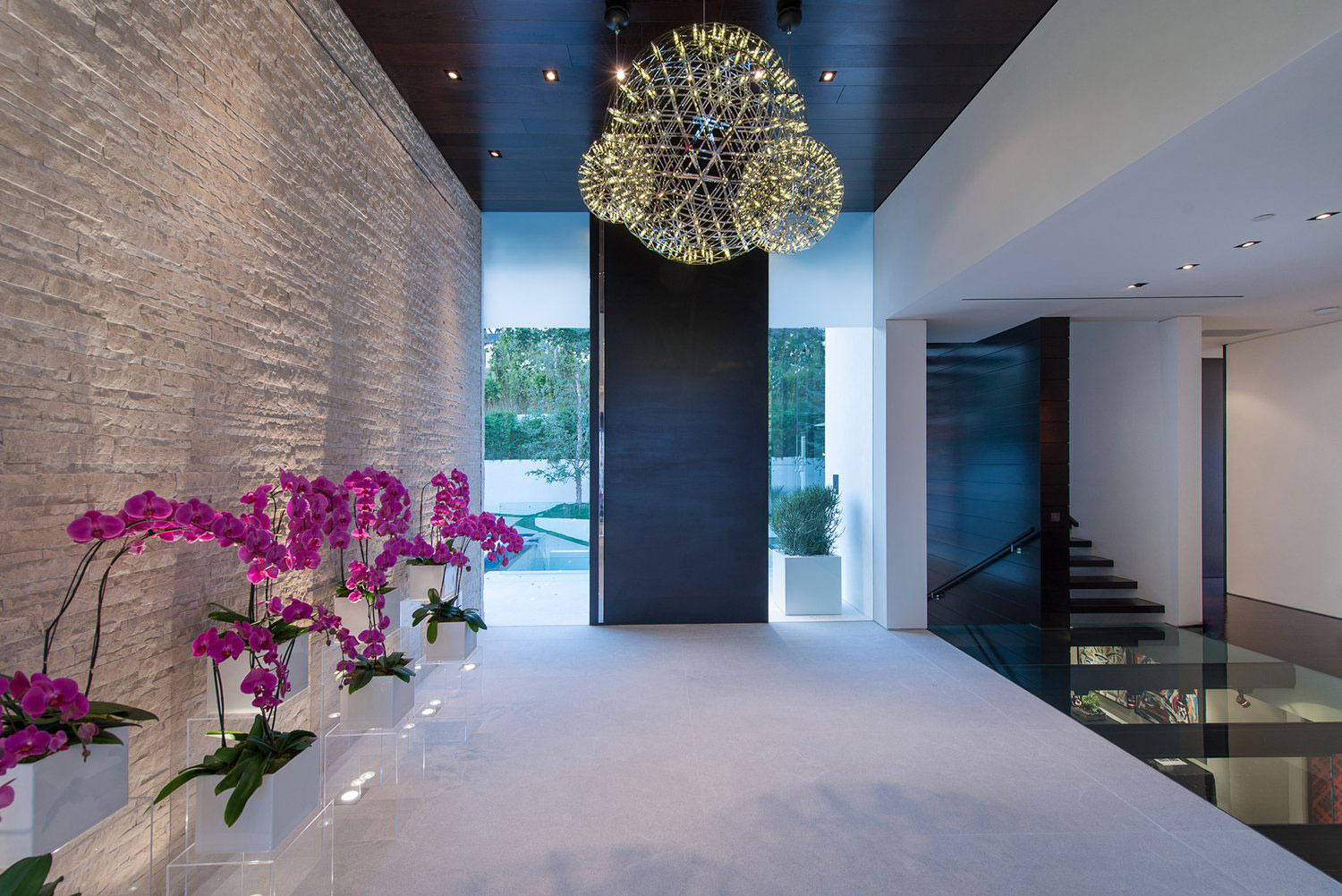 World Class Beverly Hills Contemporary Luxury Home With