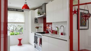 House In Ravenscourt With Red And White Theme