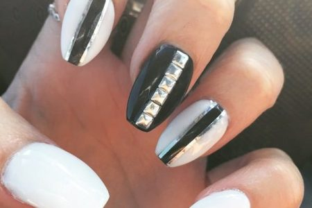 Cute White Nails With Gold 4k Pictures 4k Pictures Full Hq