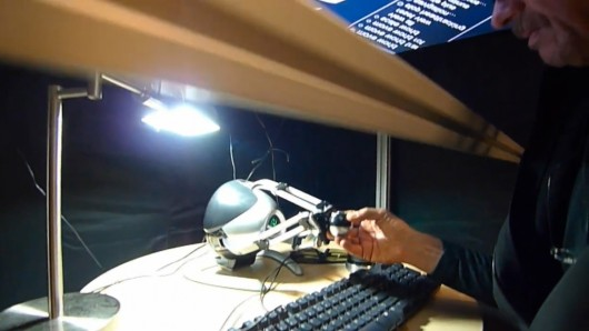 Heads-Up Virtual Reality device lets users see and 'touch' 3D images