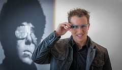 An amazing spectacle: Google launches new sci-fi glasses with a camera and internet access