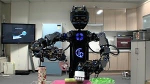 Korea shows off salad-tossing robot at Robot World 2012