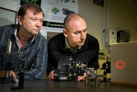 Physicists build reversible tractor beam