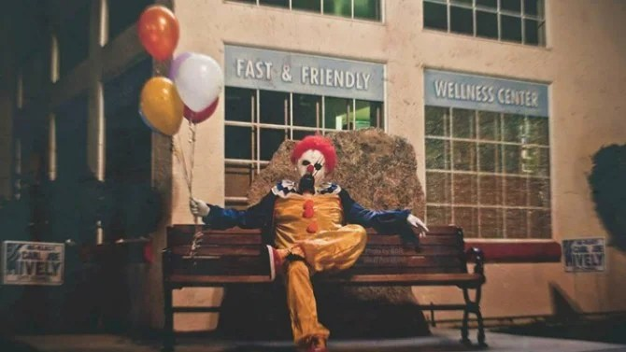 I Ll Give You A Balloon Creepy Clowns Terrorize