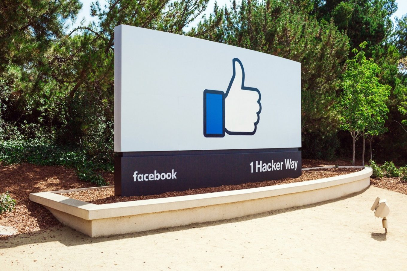 facebook like - The Silicon Valley's Outer Face