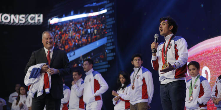 Triathlete Nikko Huelgas expressing gratitude to USANA. Onstage are USANA Chief Marketing and Communications Officer Dan Macuga and other athletes of Team USANA Pilipinas.