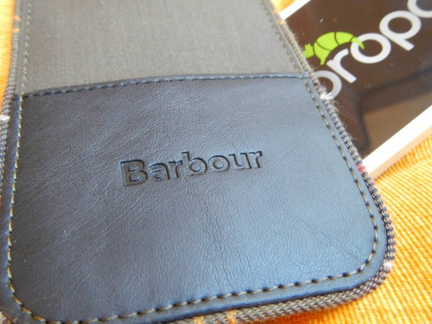 DSCN1186 620x465 Proporta: Una Custodia a pochette per iPhone 5s /5 in tessuto originale Barbour