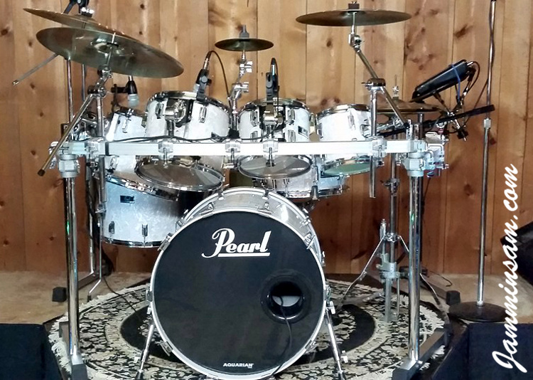Vintage White Pearl  Original  on Drums   Jammin Sam Photo of Jerry Pate s Pearl drumset with Vintage White Pearl drum wrap  5