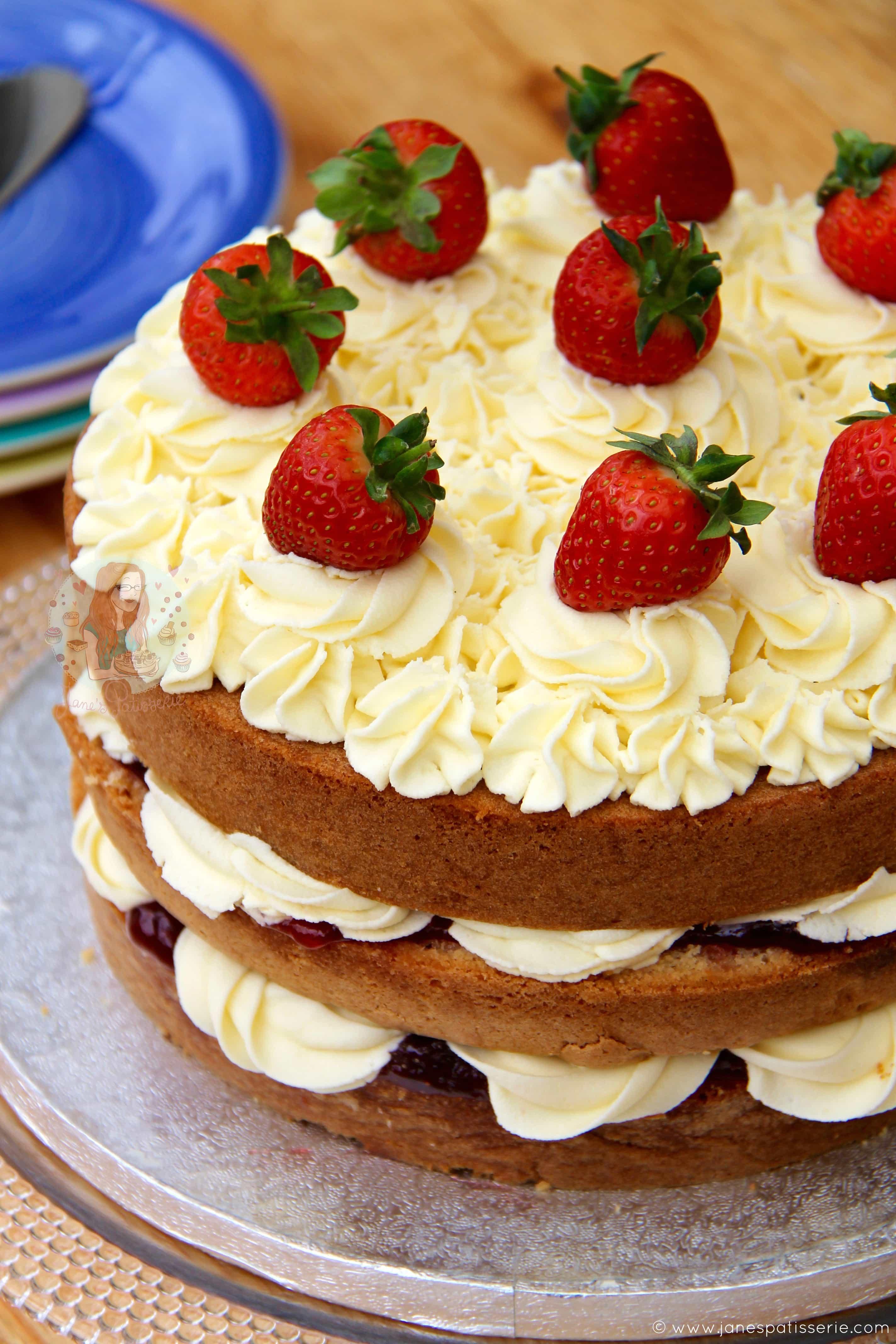 Tasty Strawberry Cake Recipe
