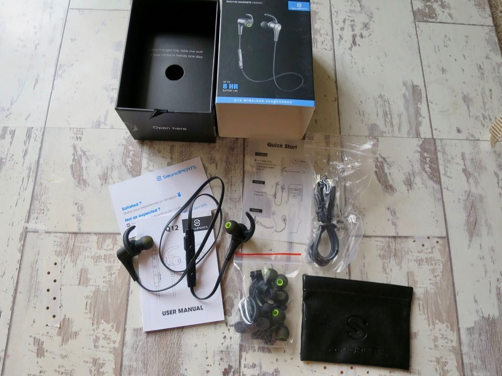 Soundpeats Q12 Headphones - package contents