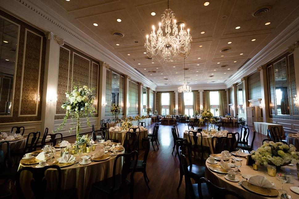 Poinsett Club Greenville Wedding Photos And Info J Jones - Outdoor Dining