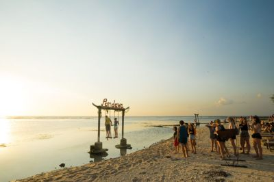 MAGICAL GILI TRAWANGAN SWING ABOVE THE OCEAN - Journey Era