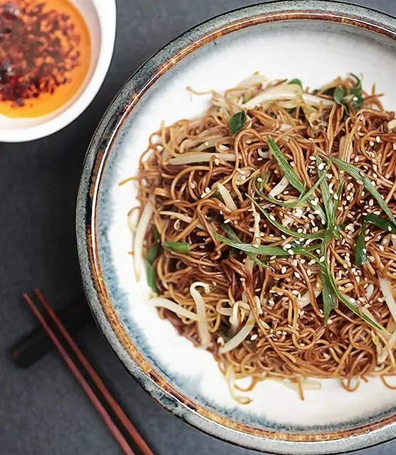 Stir-fried noodles bean sprout featured