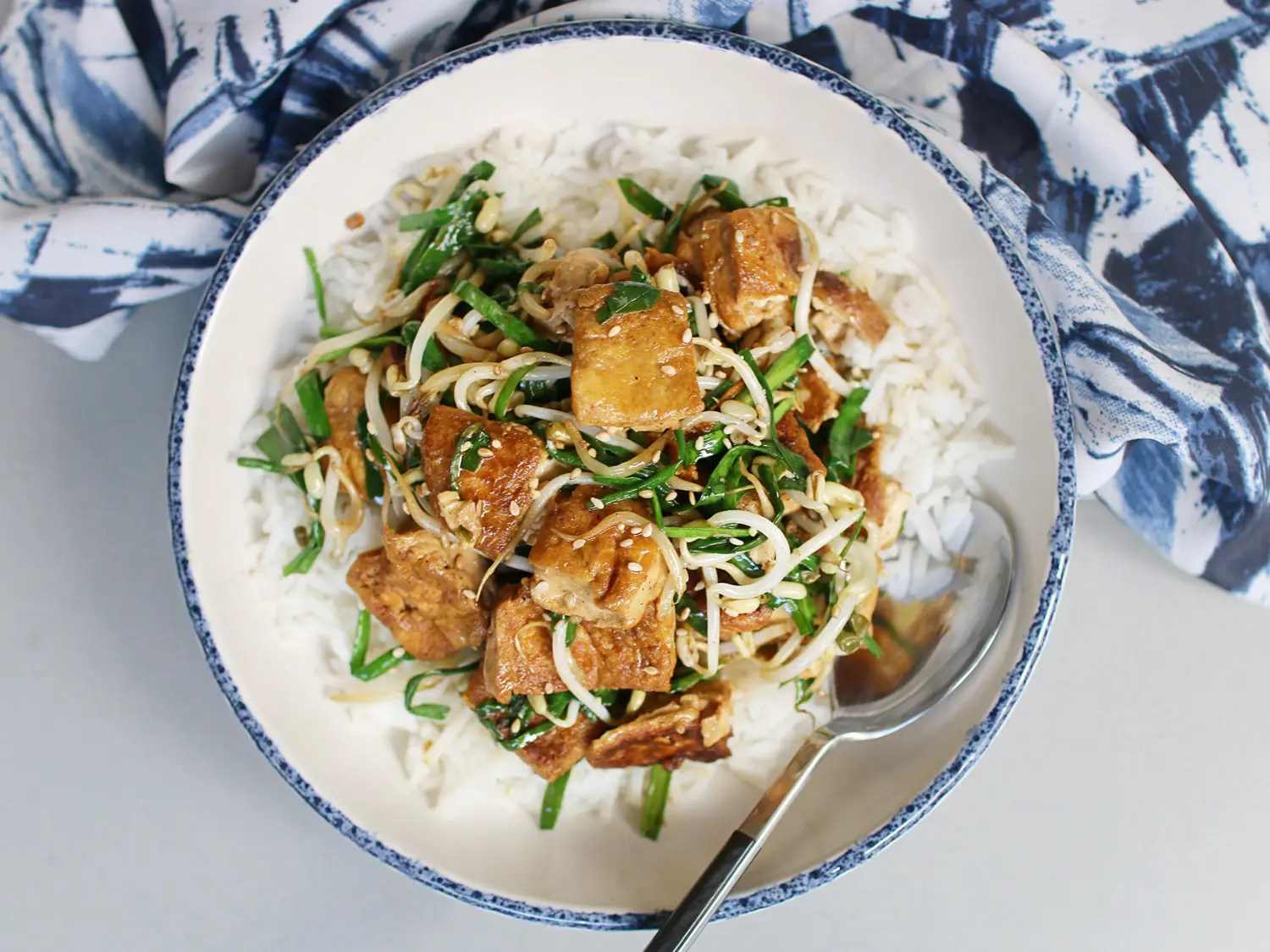 Stir-fried tofu with bean sprouts and Chinese chives