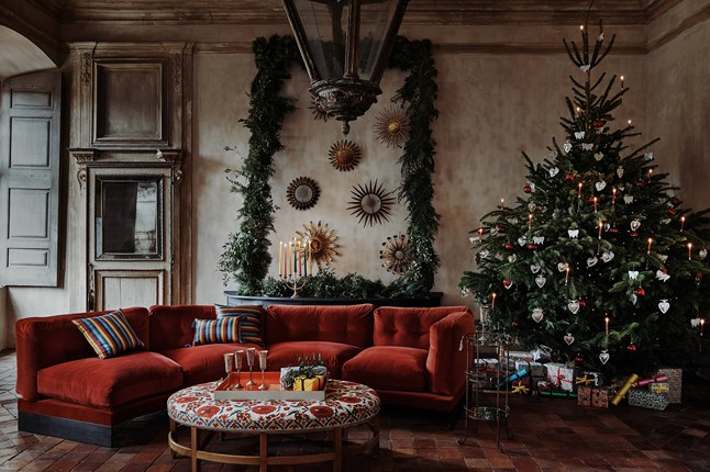 Color Theory and Interior Design     Red and Green     Not just for     http   www houseandgarden co uk christmas ideas how to decorate a christmas tree    Michael Sinclair Photo
