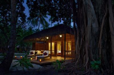Maldives Beach Villas | Lagoon View Villas at Kuramathi ...