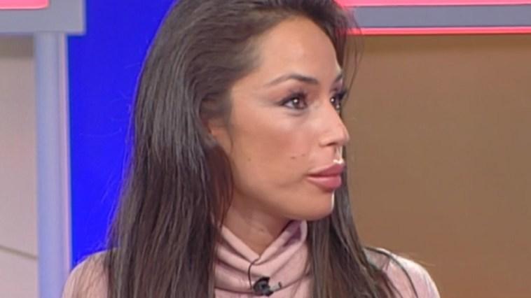 """Raffaella Fico attaccata da un'ex gieffina: """"Pesante come un sacco dell'umido"""""""