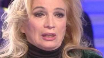 """Iva Zanicchi su tutte le furie: """"Provo tanta rabbia"""", il suo amaro sfogo"""